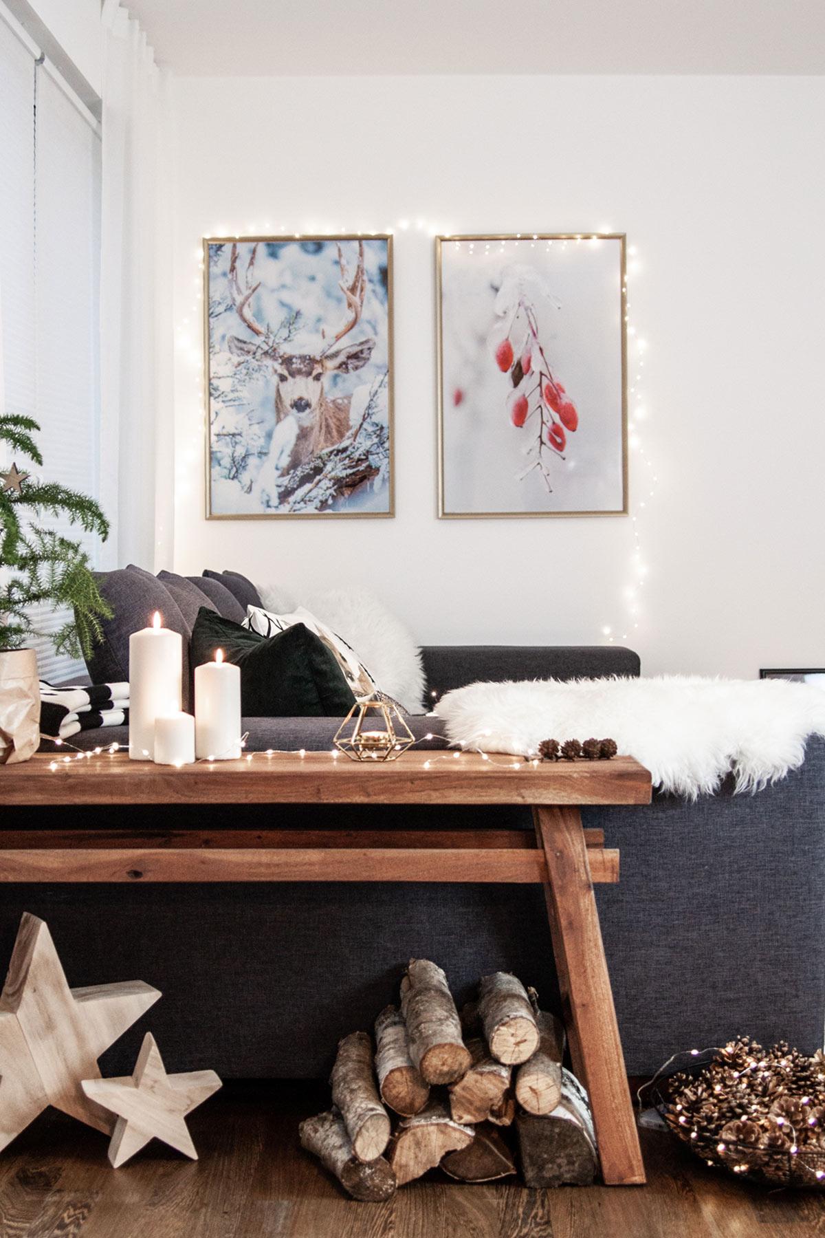 Holzbank neben Sofa