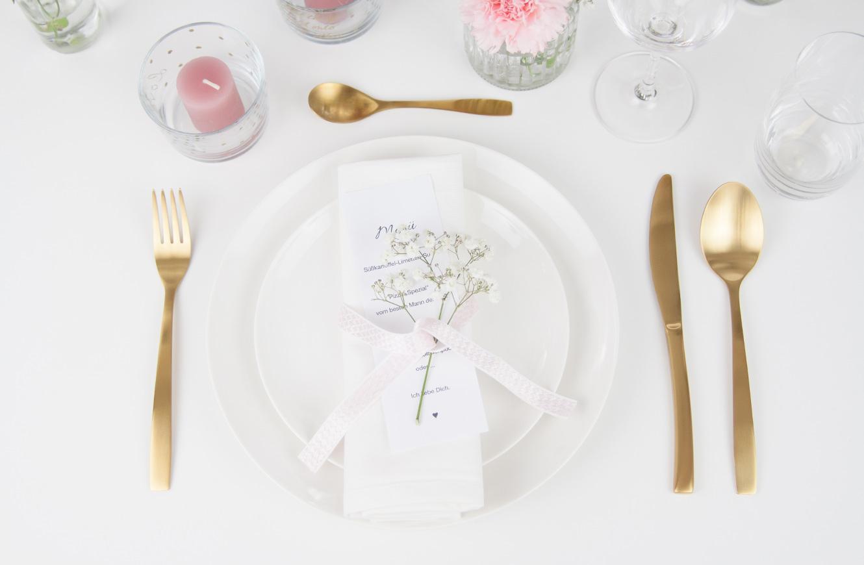 Tischdekoration gold und weiß