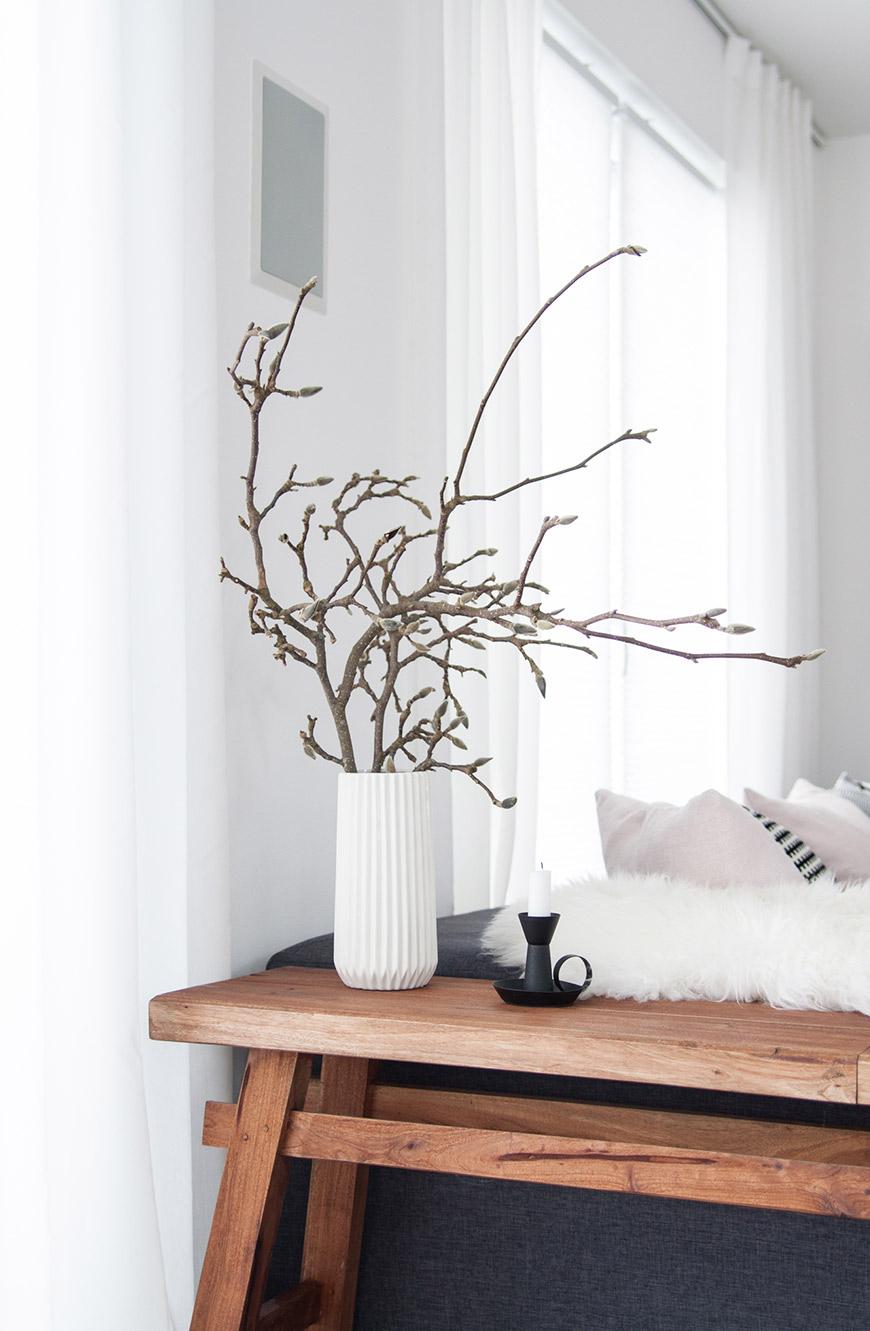 Frühlingsdekoration Magnolienzweig