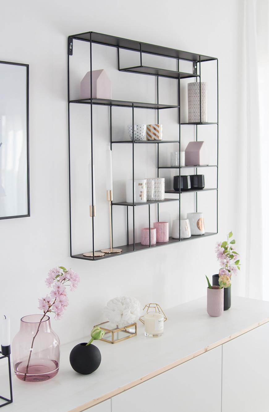 Metallregal für die Wand in schwarz von Bruka Design