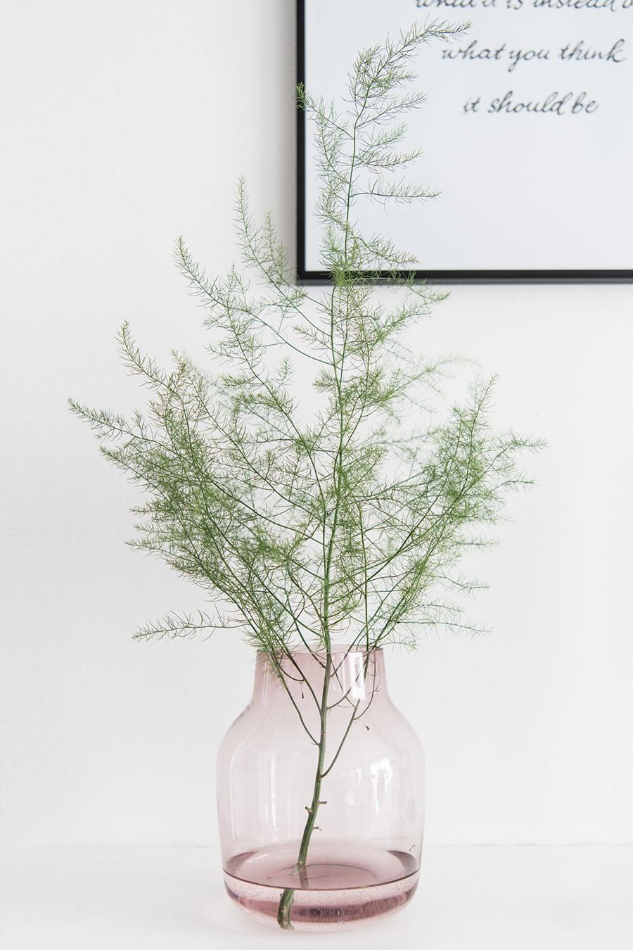 Vase dekorieren mit Spargel