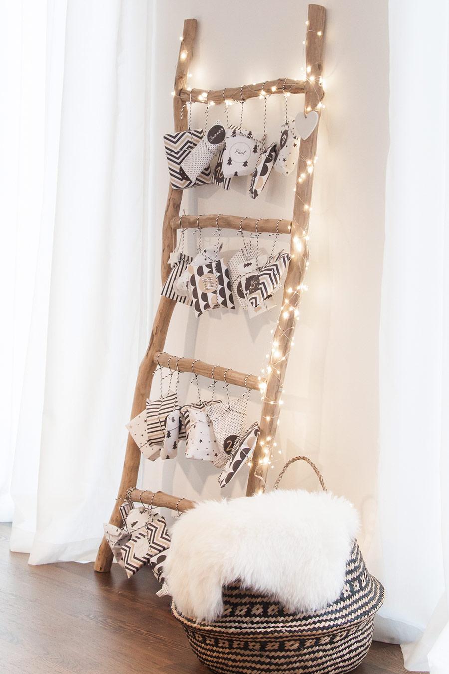 Adventskalender DIY mit Geschenken und Leiter