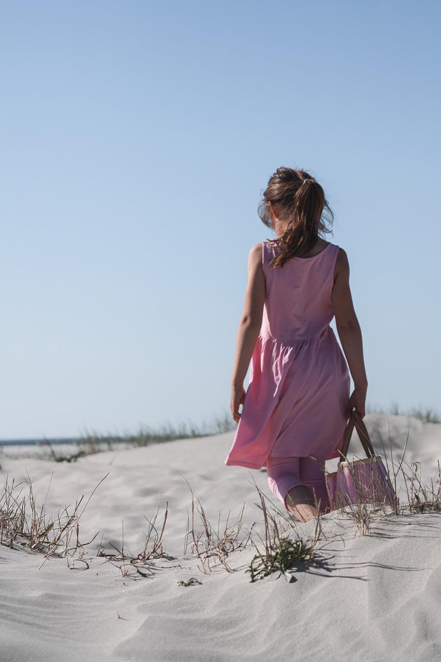 Mädchen am Strand, Picknick
