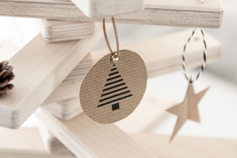 DIY Weihnachtsbaumanhänger, Christbaumanhänger aus Kraftpapier