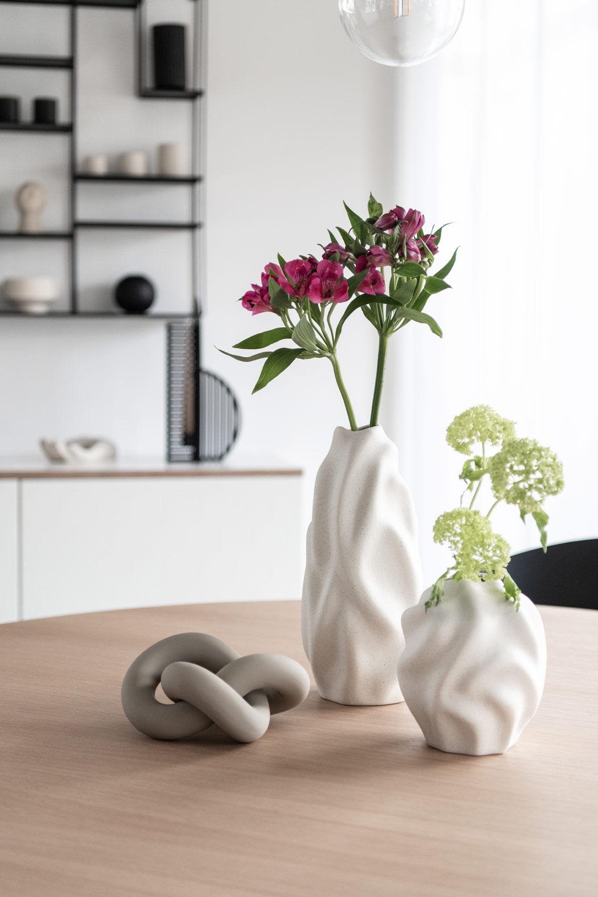Vasen mit Frühlingsblumen